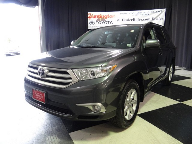 2011 Toyota Highlander Base SAVE BIG Thank you for visiting one of Huntington Toyotas exclusive