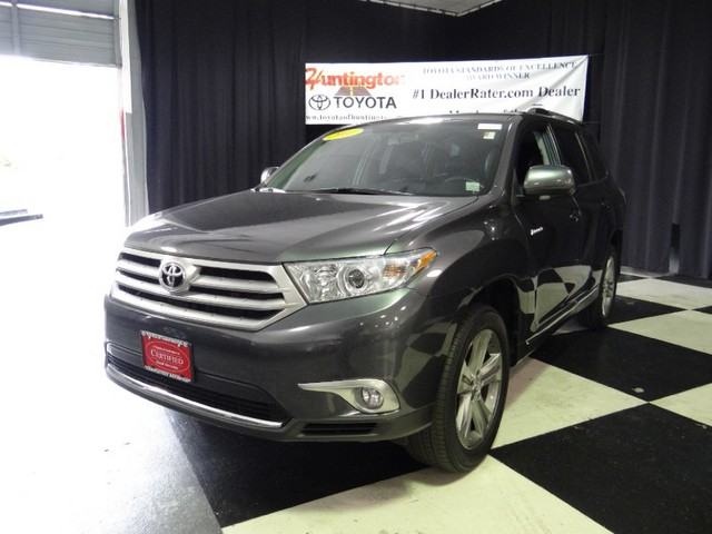 2011 Toyota Highlander Limited When safety and responsiveness is what you want in an SUV AWD is im