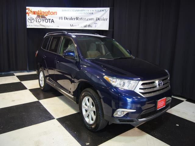 2011 Toyota Highlander Base This vehicle is offered to you on sale by Huntington Toyota This 2011